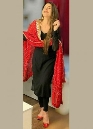 Plain Black Suit With Bandhani Dupatta